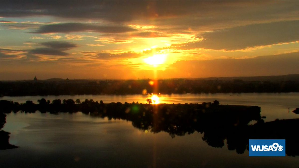 Hello Thursday, you're looking good! #wusa9weather #GetUpDC <br>http://pic.twitter.com/arJo4ohMbg