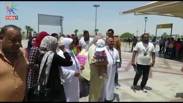 فرحة وزغاريد  .. حجاج بيت الله يودعون ذويهم بمطار #القاهره