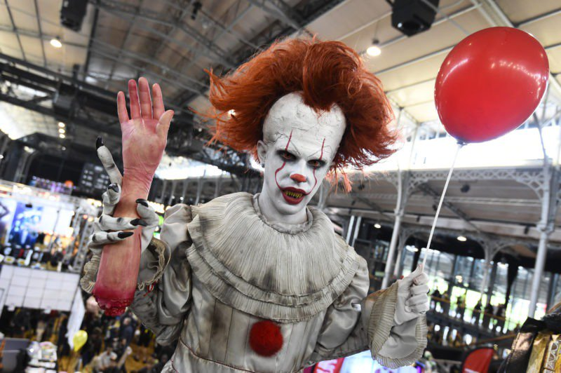 Blood-soaked 'It' #sequel jolts Comic-Con to life https://siliconeer.com/current/blood-soaked-it-sequel-jolts-comic-con-to-life/… #Children #creepy #grownup #haunted #IT #Origins #returning #sequel #their #versions