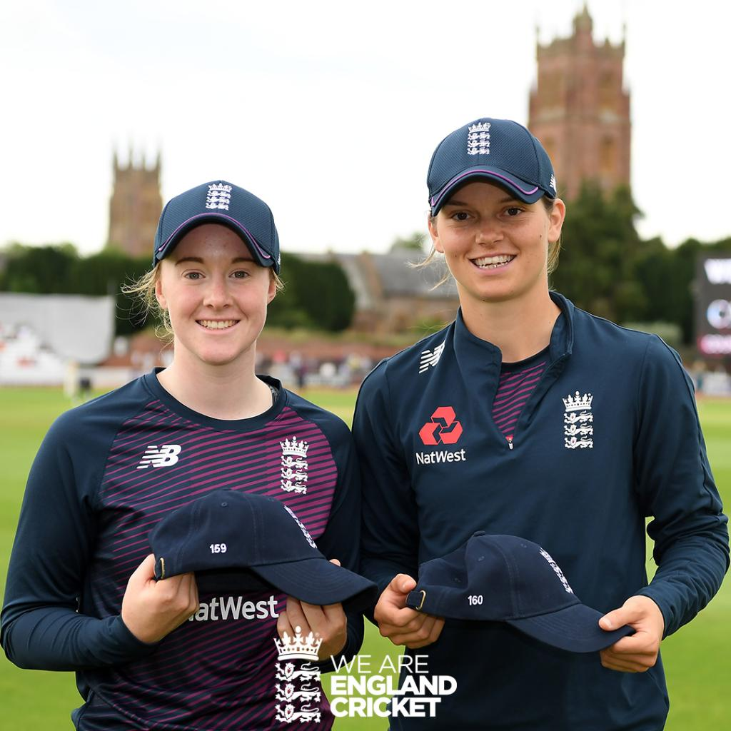 A very special moment for @kirstiegordon97 & @amyjones313Congratulations on your first Test caps 👏👏