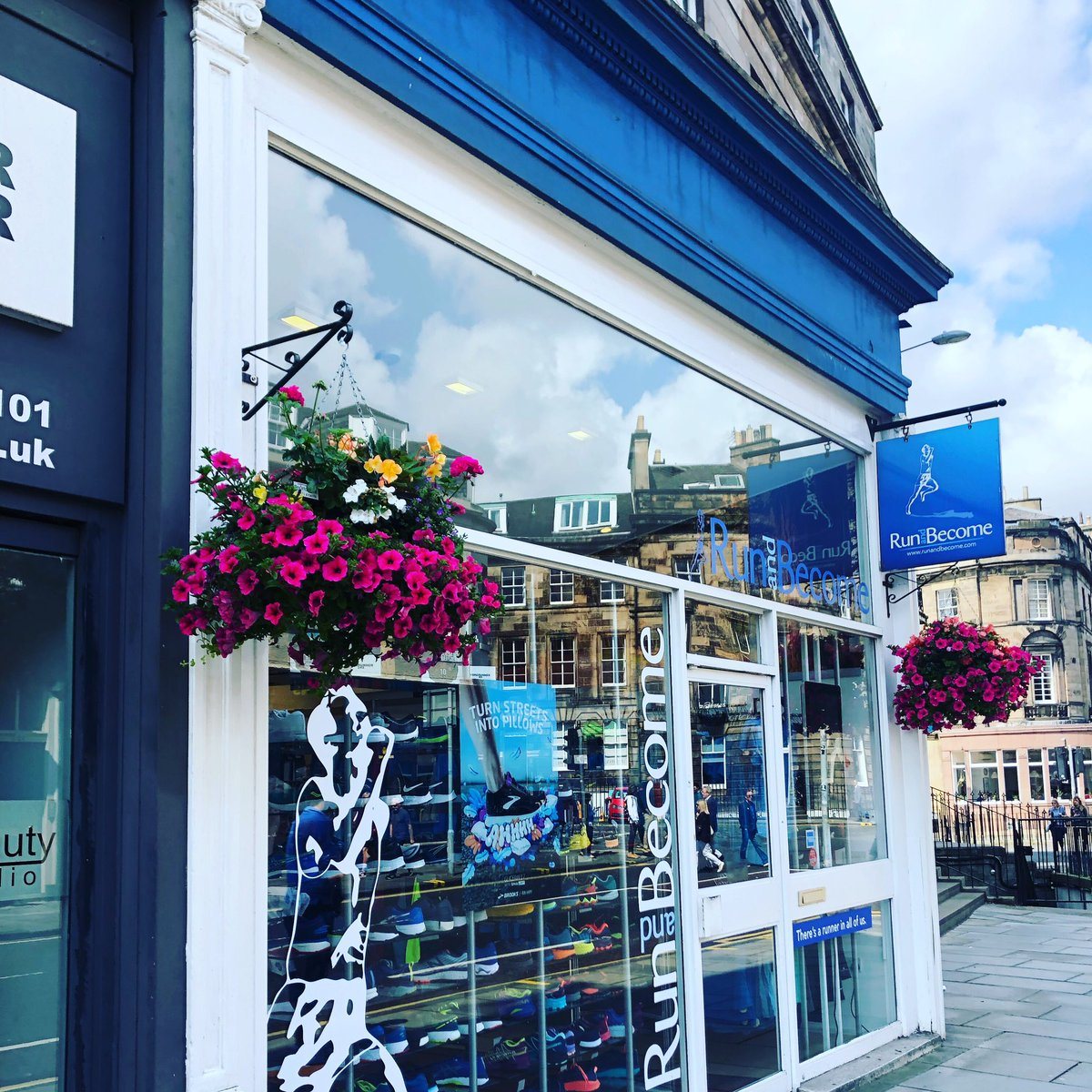 Run and Become sure looks summery with their beautiful flower baskets provided by Edinburgh's West End BID 💐 . . . #hiddengems #takeacloserlook #edimburghswestend #thisisedinburgh #edinburgh @runandbecome1