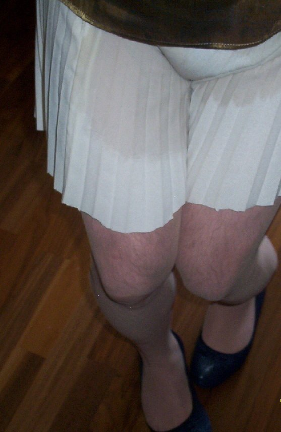 Mmmm to small diaper under the skirt and Pantyhose.