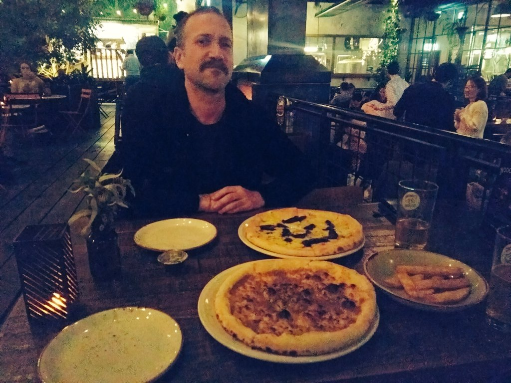 Brother @iawoolford and vegetarian pizzas in Melbourne.  #AussieDrives<br>http://pic.twitter.com/5bkRtDJ4Cp