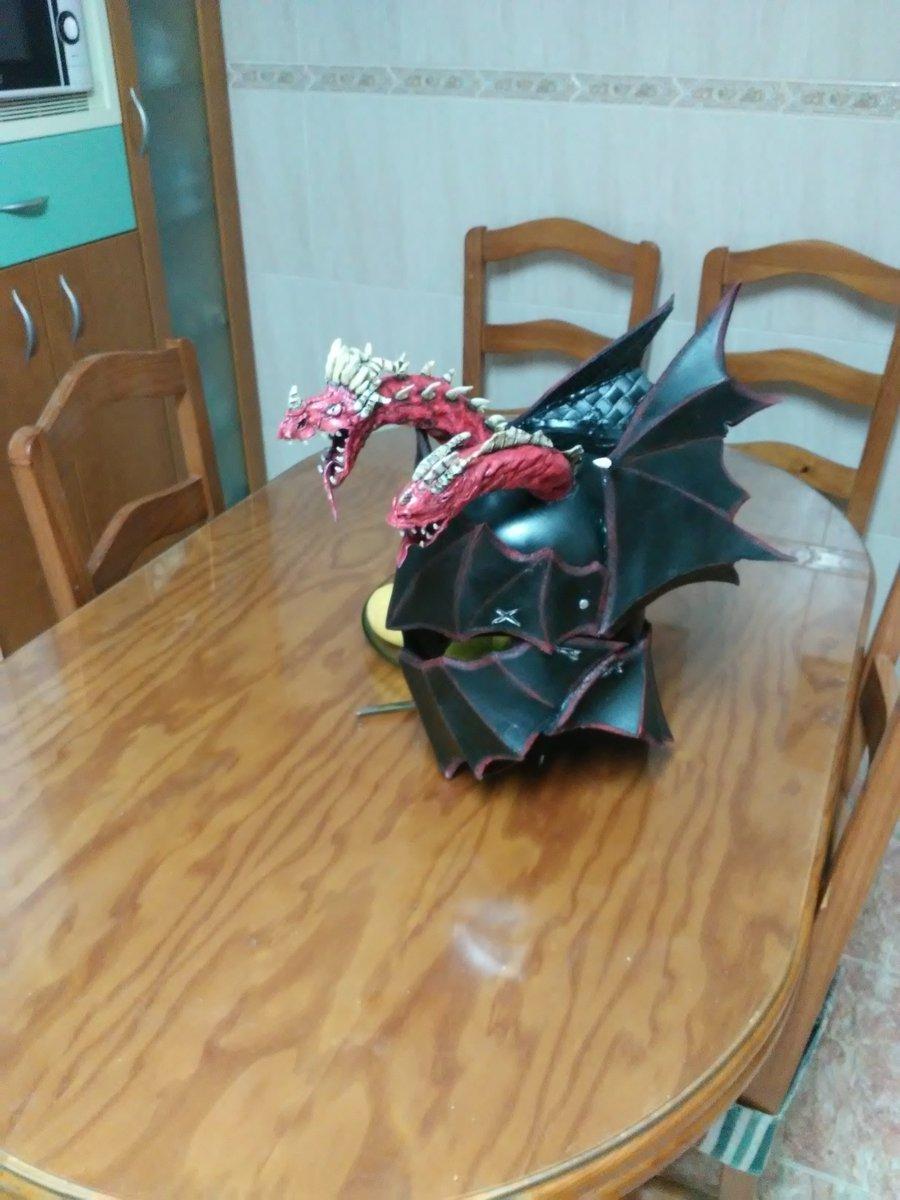 Rhaegar Targaryen's helmet progress #hbo #got #gameofthrones #rhaegar https://t.co/VrR2xMx81N