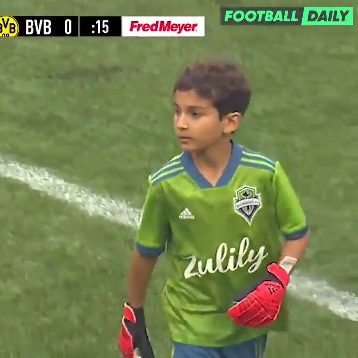 Seattle Sounders FC started 8-year-old Bheem Goyal who is battling leukemia in goal during their pre-season friendly against Borussia Dortmund. This is what Football is all about 👏🙏 🎥 @SoundersFC