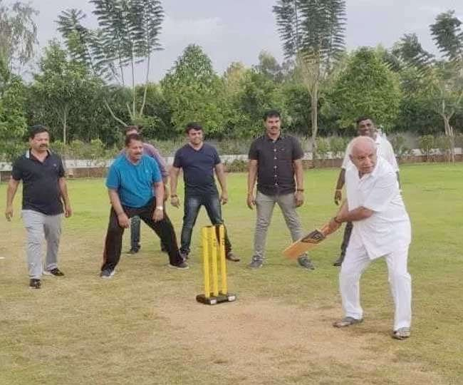 B S Yeddyurappa practicing his shots.   I'm told, if there's a Tie in the #KarnarakaFloorTest, The Chief Minister would be decided on the number of boundaries hit.   #ICCRules #KarnatakaPoliticalCrisis<br>http://pic.twitter.com/VigaGgHxja