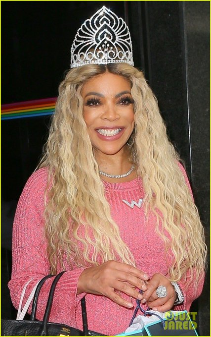 Good morning (and happy birthday) to wendy williams and her giant tiara only