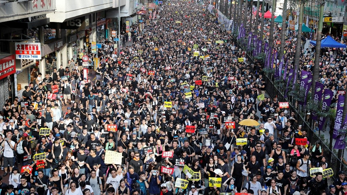 Hong Kong protesters dig in for summer of discontent https://reut.rs/2XY1AVh