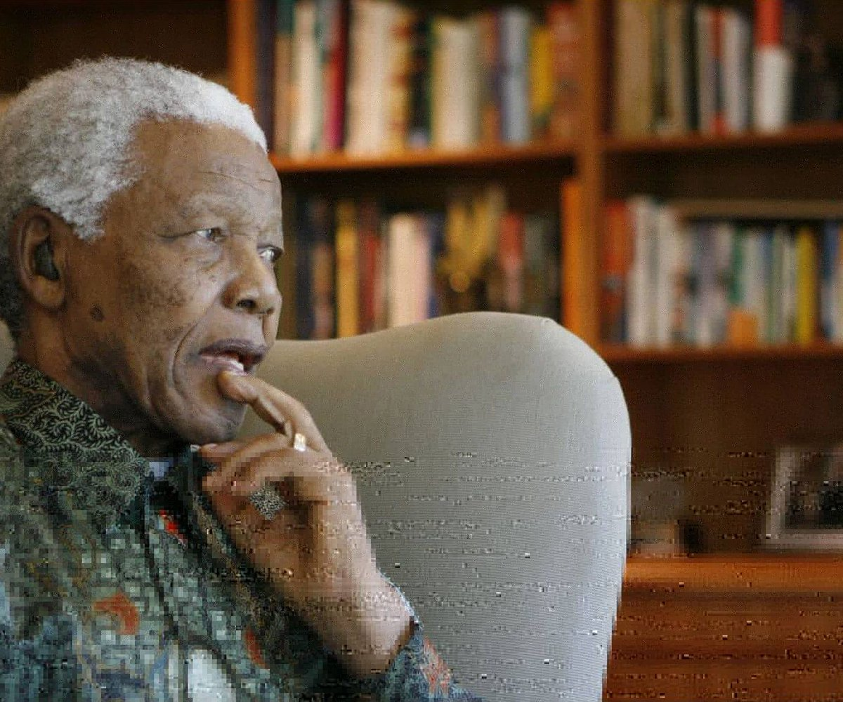 """""""It is easy to break down and destroy. The heroes are those who make peace and build."""" - Nelson Mandela https://buff.ly/28T8g2v"""