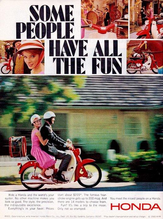 ¡Algunas personas realmente se divierten! Imposible no pasarla bien con el Scooter Honda del año 1966.  #hondamotosramonsuarez #juevesdeantaño #thepowerofdreams