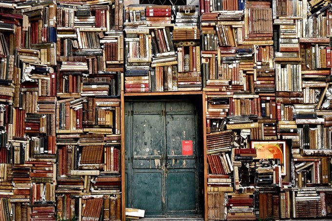 If you only read the books that everyone else is reading, you can only think what everyone else is thinking.  —Haruki Murakami 📚