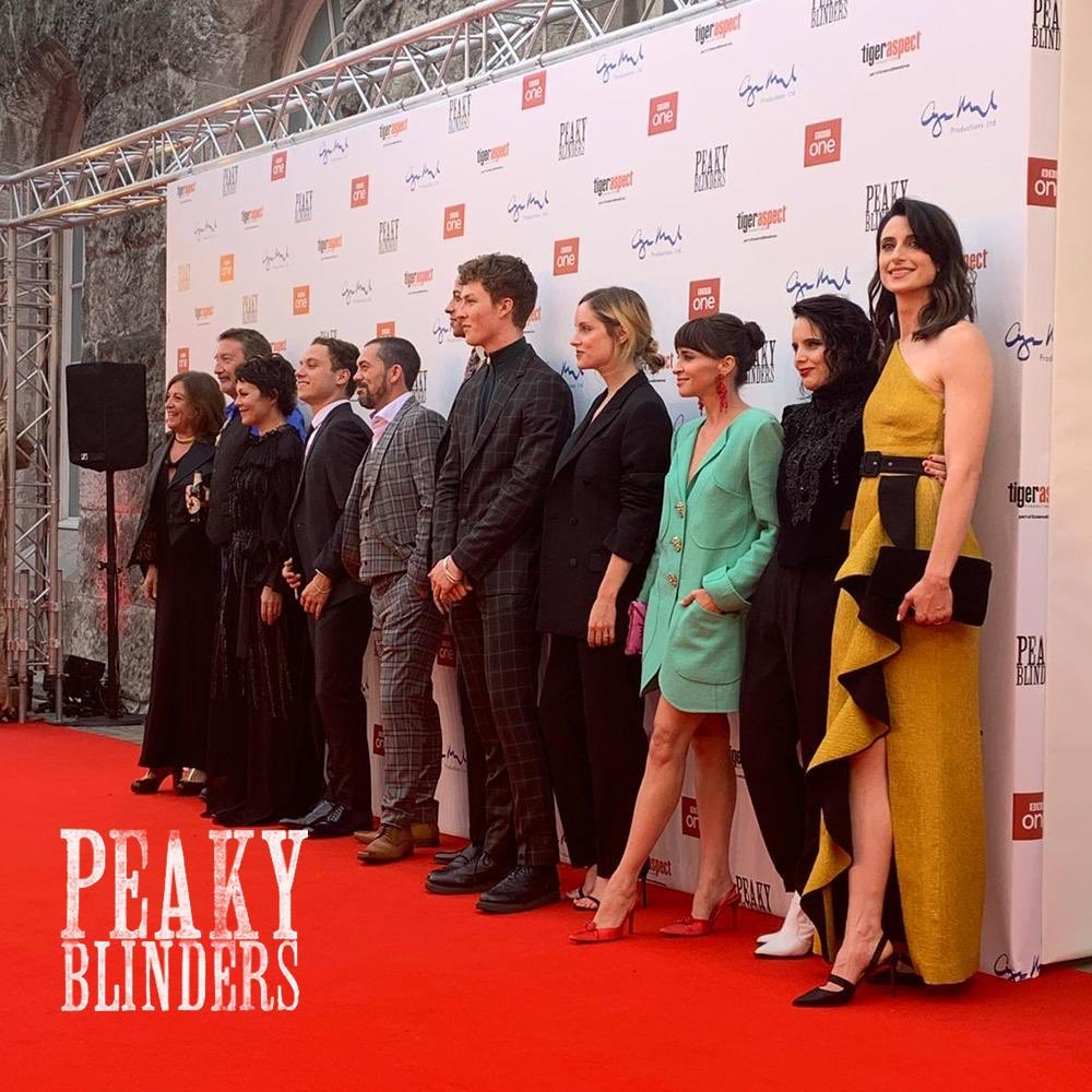 By order of the #PeakyBlinders!  The cast assemble on the red carpet <br>http://pic.twitter.com/JtYXmT2f7p