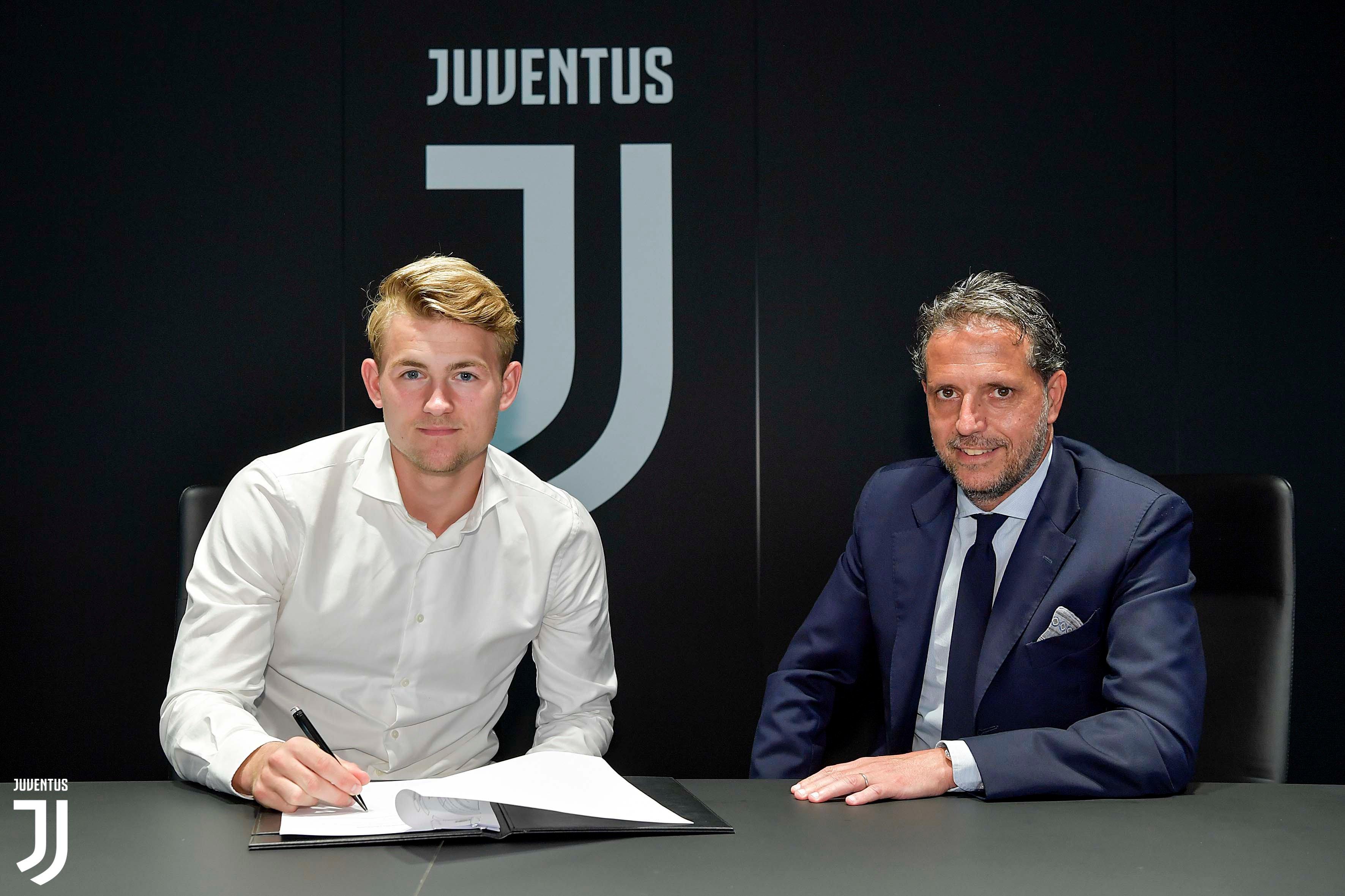 Matthijs de Ligt menandatangani kontrak bersama Juventus dengan durasi 5 tahun