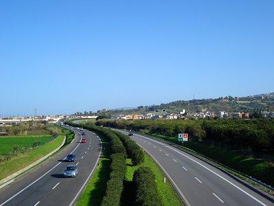 Ancora incidenti sulle strade siciliane, auto finisce su guarda rail su A20: conducente in prognosi riservata - https://t.co/fdO5X8nMgi #blogsicilianotizie