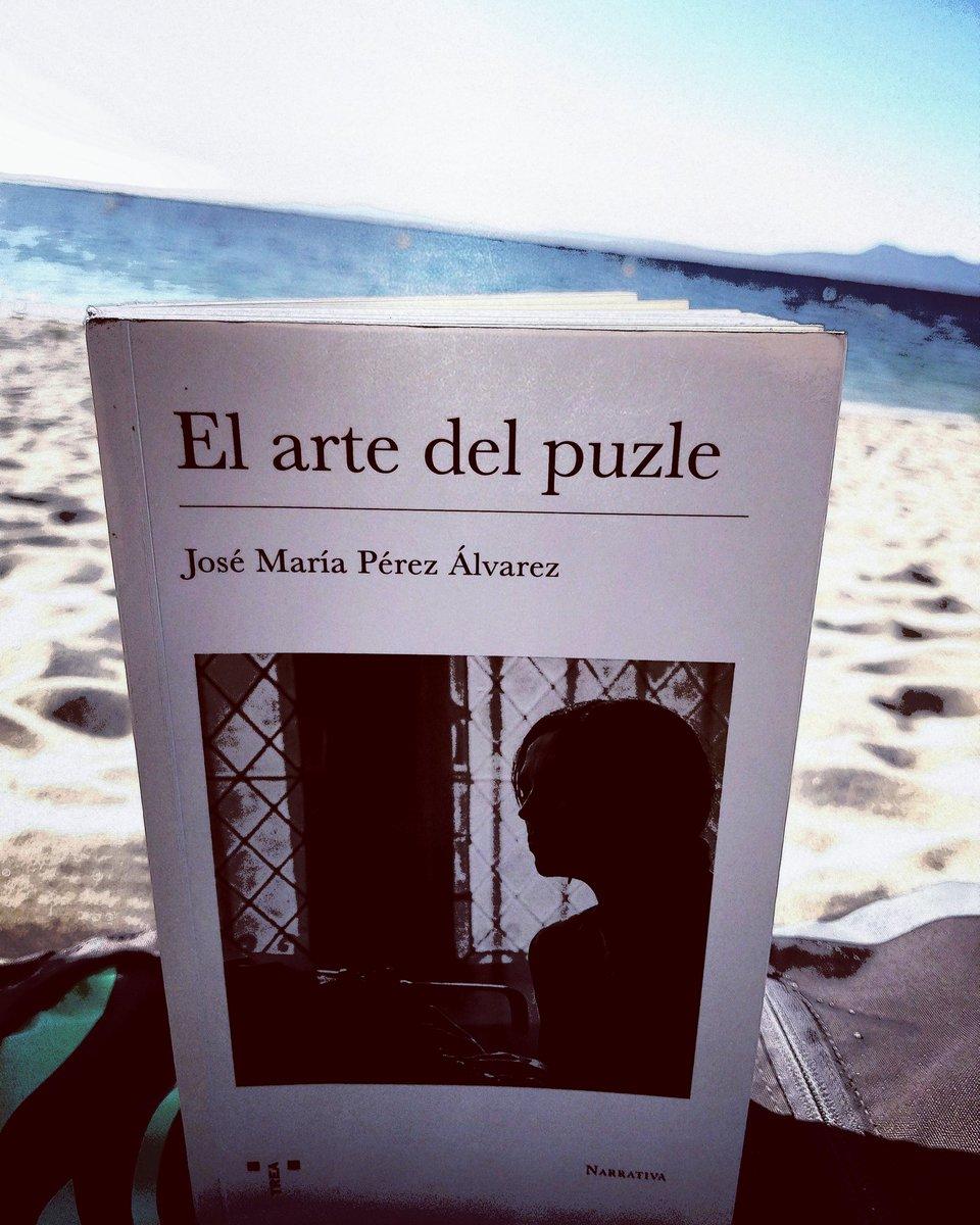 En El arte del puzle de José María Pérez Álvarez, Chesi, @jmperezalvarez non hai nada desta estival luz vespertina e desta calma atlántica, pero Ana Álvarez quedará xa para sempre na nosa memoria literaria. Sempre é un gran pracer, vital e lierario, ler a obra chesiana.