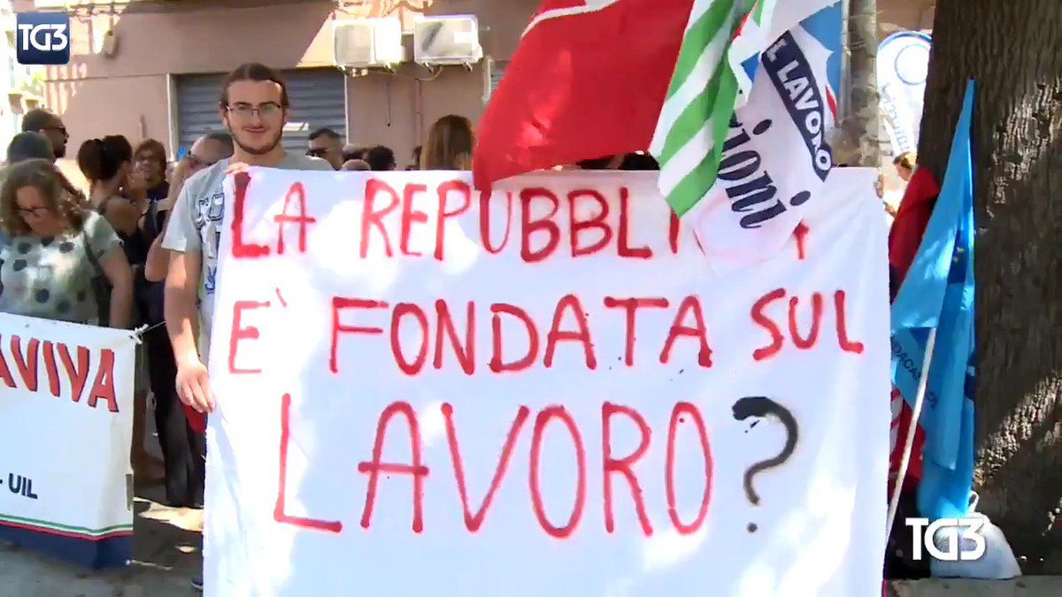 Image for the Tweet beginning: Sit in di protesta a