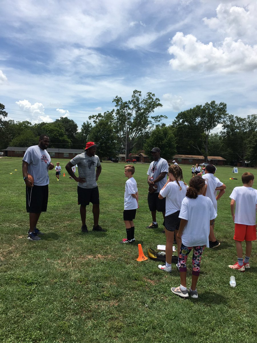 It's high energy excitement today with @Keanu_Neal  and the @ProCamps  campers at @FortBenning