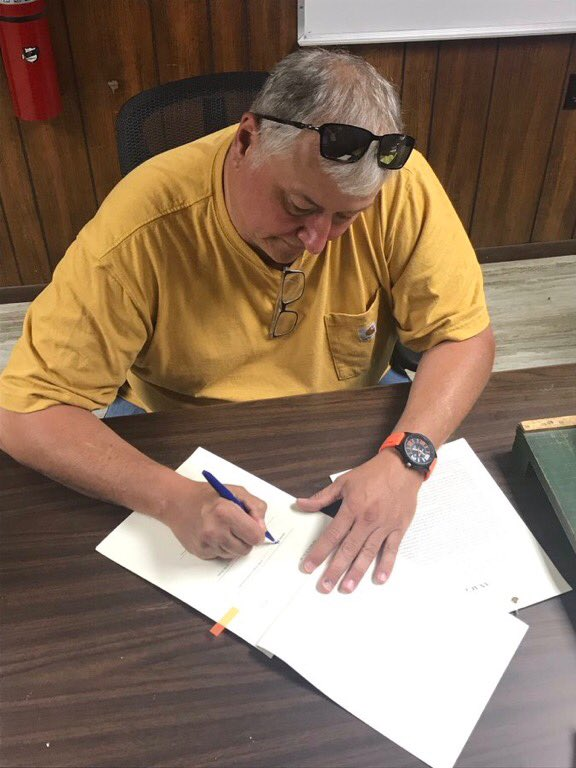 Signed Ohio's BWC Budget today at the Perry County Fair. Pretty certain thats' a first .... https://t.co/ns1iCa6BTO