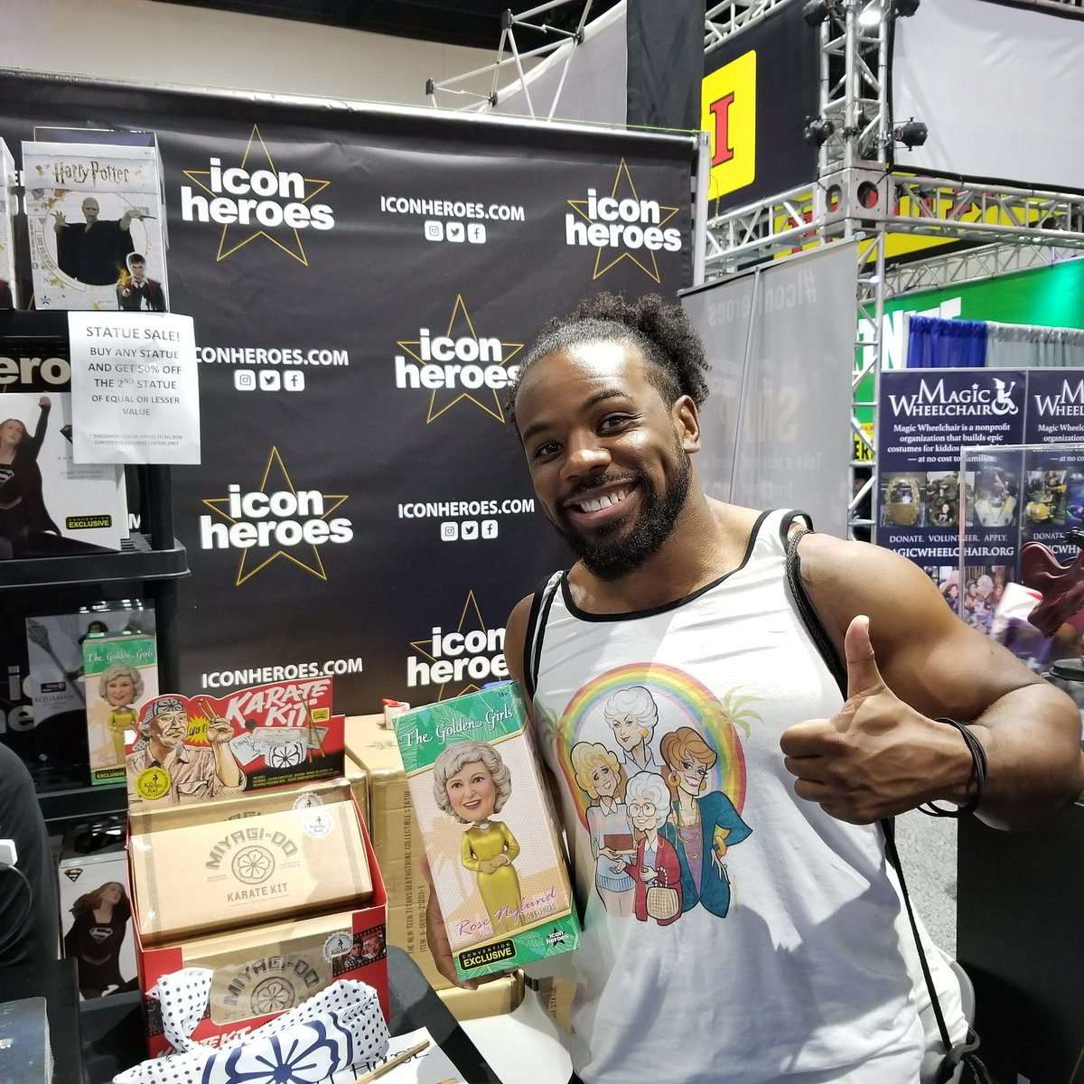 @xavierwoodsphd stopped by to pick up his #GoldenGirls exclusive Rose bobblehead at booth #3345! #sdcc #sdcc2019