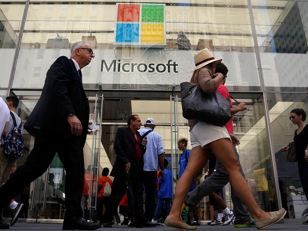 Microsoft beats revenue expectations on cloud boost