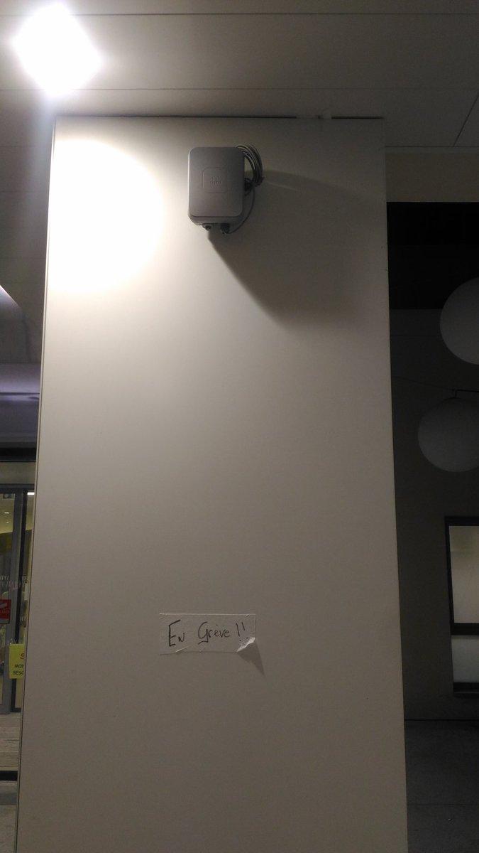 Même les bornes #WIFI @cisco sont en grève à l'hôpital à @VilleMelun...