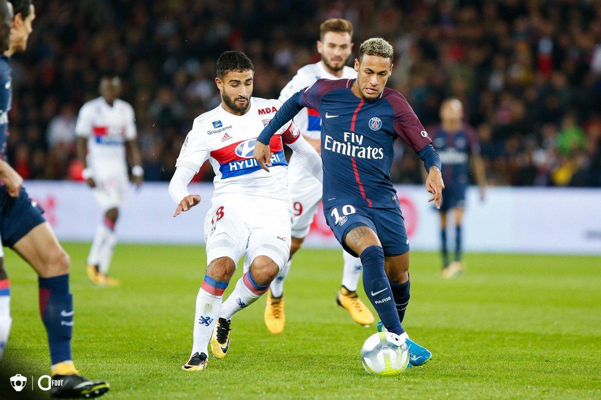Neymar : « Le meilleur joueur de Ligue 1 contre lequel j'ai joué ? J'adore Fekir de l'OL, j'adore comment il joue. » (@OhMyGoalUS)