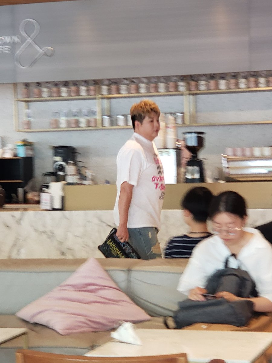 190719 #SUPERJUNIOR Update @SJofficial  #Heechul, #Shindong & #Ryeowook just entered SUM Cafe to their company today 🤔🙄  Cr. centuryblue  -DL