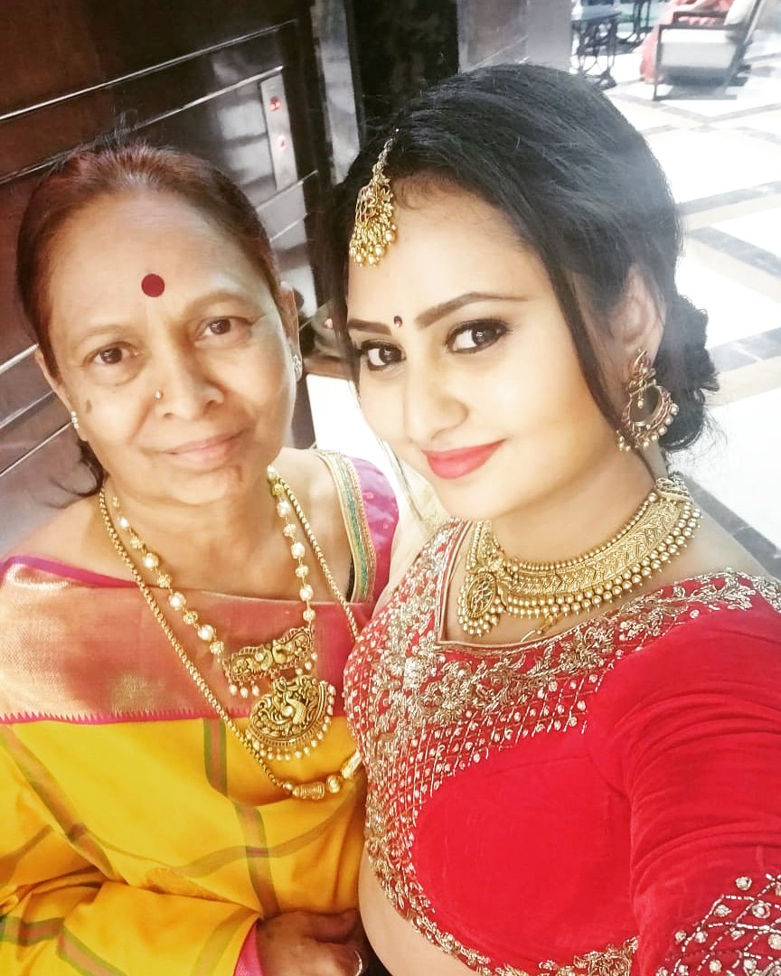 Happiest birthday to my putti ...You are my pillar ,my strength n beyond everything... me, @pavan2983  & @deepuarasu are really blessed to have most daring & strongest mother like you ...love you forever...😍