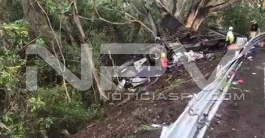 🔘 Nayarit | Aumenta a 12 muertos camionazo ocurrido en carretera Tepic-Vallarta✍🏻📍  https://bit.ly/2XYrTdN  #Enterate #NoticiasPV #PuertoVallarta #Jalisco #BahíaDeBanderas #Nayarit #RivieraNayarit