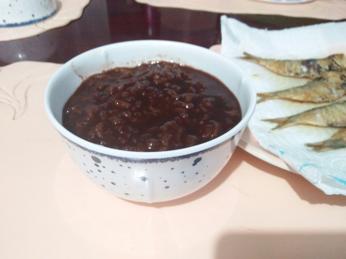 Good morning~!  we eating champorado  nomnom<br>http://pic.twitter.com/7dXNiHKHPF