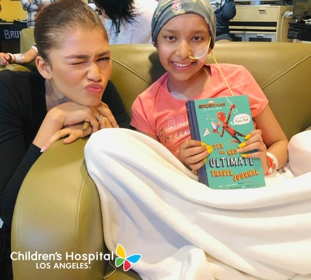 .@Zendaya stopped by @ChildrensLA earlier this week to bring smiles to patients in the teen lounge where she signed posters and autographed Polaroid photos and watched her newest movie #SpiderManFarFromHome. Thanks so much, Zendaya! ♥️