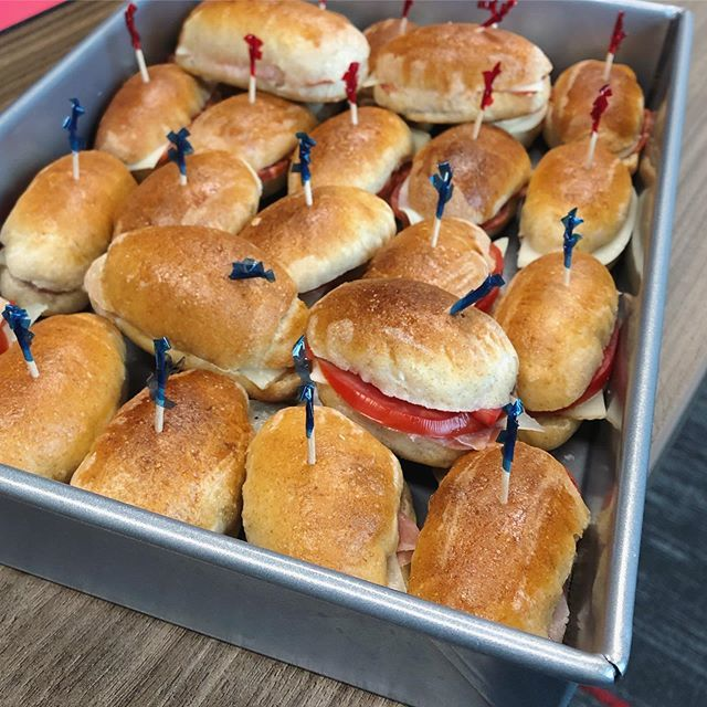 Teeny-tiny sandwiches. Red toothpick = chorizo + provolone. Blue = prosciutto + manchego + tomato. #food #dinner #finerthingsclub #tapas #potluck #snacks #appetizers #sourdough #sourdoughbread #baking #sandwiches  https:// ift.tt/2XWp7G4    <br>http://pic.twitter.com/pRns9ospP4