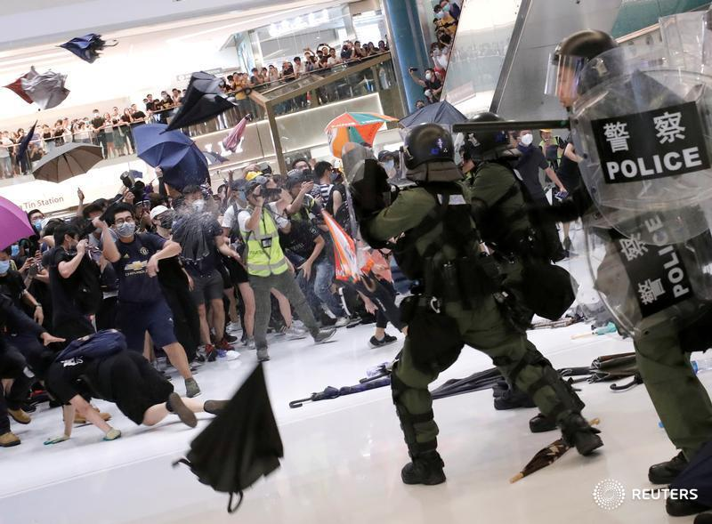 Hong Kong demonstrators risk muddling the message, says @KatrinaHamlin: https://bit.ly/2XYoLyD