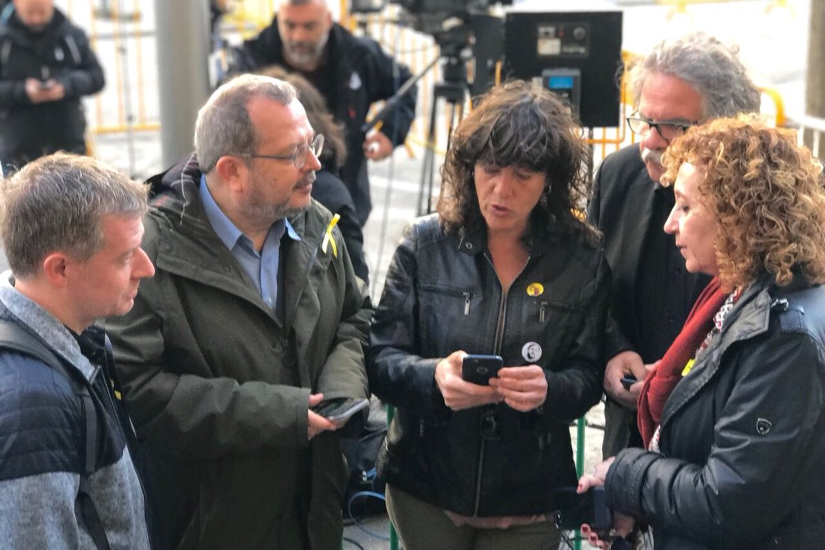 Quim, Josep, Raul #NoEsteuSols #TribunalSupremo #Seguim<br>http://pic.twitter.com/dLO89CzT1N