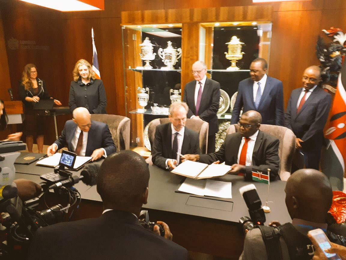 #UKAid  in action through @FSDAfrica  &amp; @DFID_UK @DFID_PSD. @MarkNapier3 signs deal between @NSEKenya &amp; @LSEGplc on #SME #investment in Kenya  with HR @UKenyatta &amp; SoS @PennyMordaunt looking on. Part of @Commonwealth18 #CHOGM18 #globaldev<br>http://pic.twitter.com/xeVE4gF2Ht
