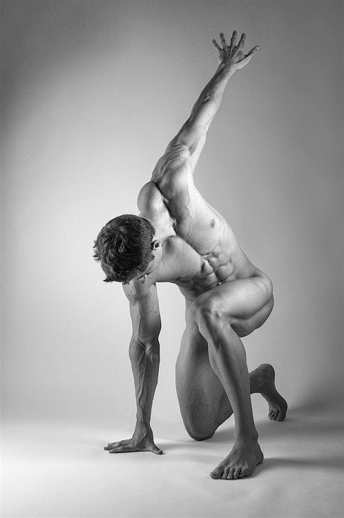 Naked male posers — photo 6