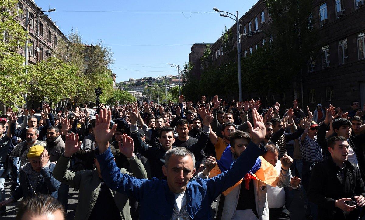 Ermenistan'da muhalifler 'Kadife Devrim' ilan etti sptnkne.ws/hqWT