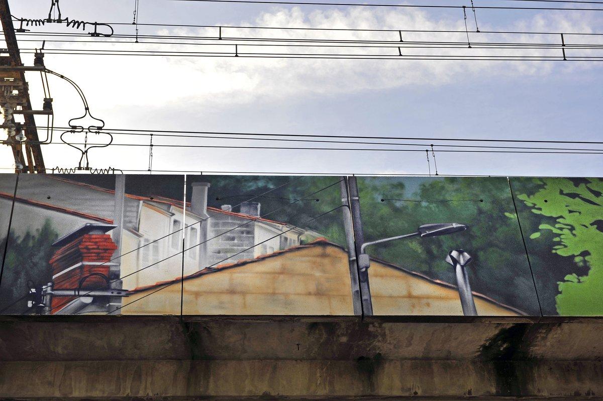 Venez découvrir la fresque en trompe-l'œil recouvrant le tablier du viaduc SNCF du vieux bourg de #lormont, réalisée par l'artiste graffeur @jeanrooble. #graff #fresque #artiste #patrimoine #vieuxlormont #gironde #rivedroite https://t.co/kZt4rDeWJR
