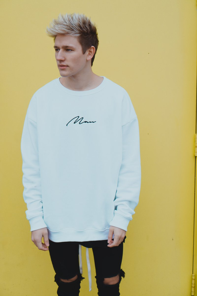 Want to #DressLikeDrew by winning our signature MAN sweatshirt? To enter: 1. Follow @boohooMAN & @Drew_Dirksen 2. RT & like this tweet 3. Reply with the hashtag Winners announced 20/04/18 Good luck!