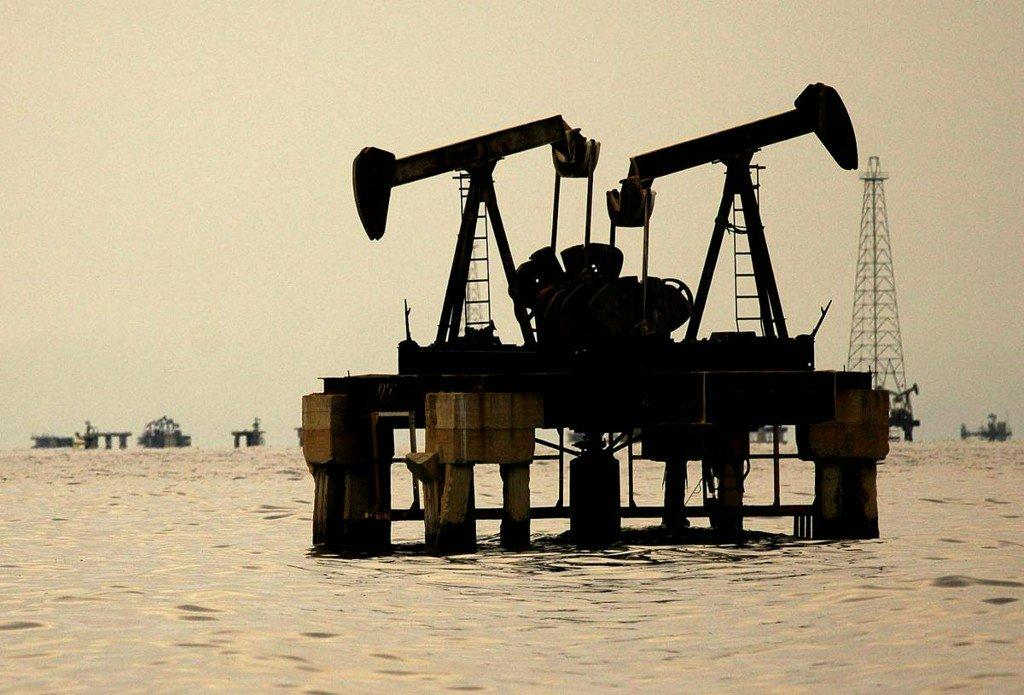 Oil bolstered as investors factor in supply risks https://t.co/UQYsNs86U5 https://t.co/wNIfH8pnWh