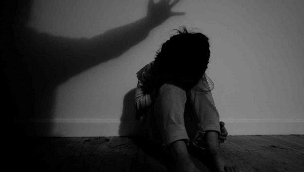 தொடரும் பாலியல் வன்கொடுமைகள்! - 86 காயங்களுடன் மீட்கப்பட்ட 9 வயது சிறுமியின் உடல் #ChildAbuse #Surat   http://bit.ly/2IV8rre