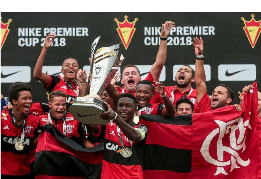 É CAMPEÃO! Invictos, os #GarotosDoNinho do Sub-15 conquistaram o título da Nike Premier Cup e garantiram vaga no Mundial da Áustria. Parabéns, garotada! https://t.co/0mEtcIZYHo  📸Alê Cabral