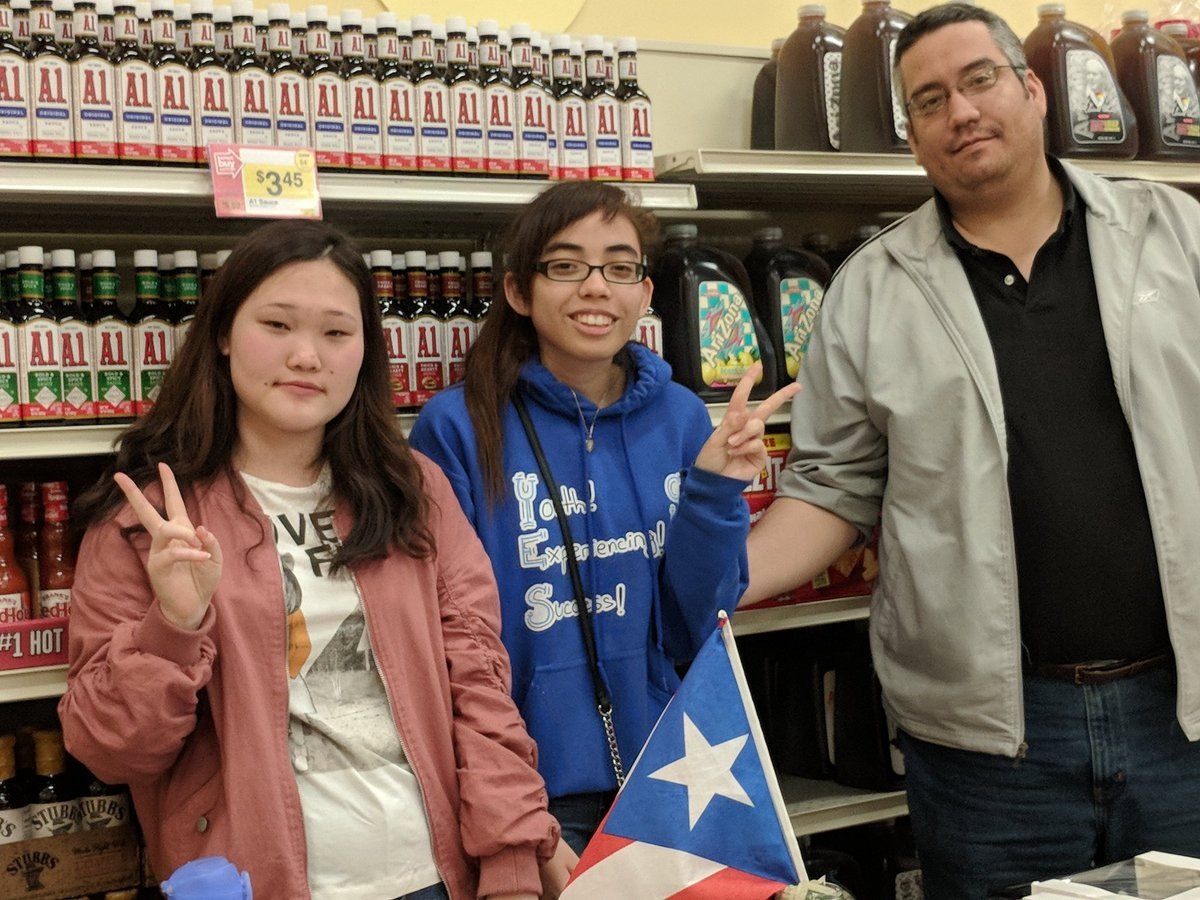 Loved seeing these <a target='_blank' href='http://twitter.com/JeffersonIBMYP'>@JeffersonIBMYP</a> students and dad at the Giant today, raising money to support recovery efforts in Puerto Rico. <a target='_blank' href='http://search.twitter.com/search?q=APSisAwesome'><a target='_blank' href='https://twitter.com/hashtag/APSisAwesome?src=hash'>#APSisAwesome</a></a> <a target='_blank' href='https://t.co/EJl3N3gQ0t'>https://t.co/EJl3N3gQ0t</a>