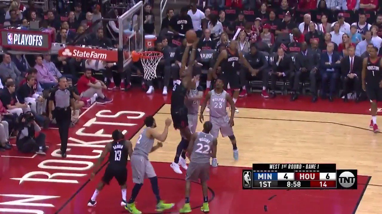 Harden up top to Clint Capela! #Rockets  ��: @NBAonTNT https://t.co/uOAwhJ0Ry2