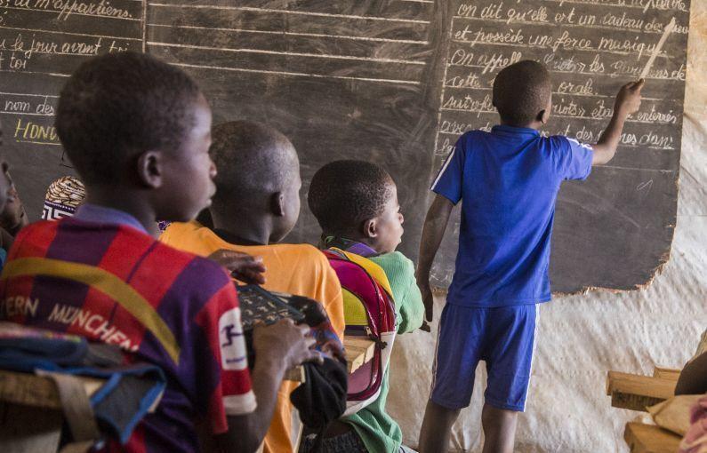 Children in the Central African Republic denounce teachers who exchange grades for sex. @jacklosh @thetimes https://t.co/OEzCroJtx1