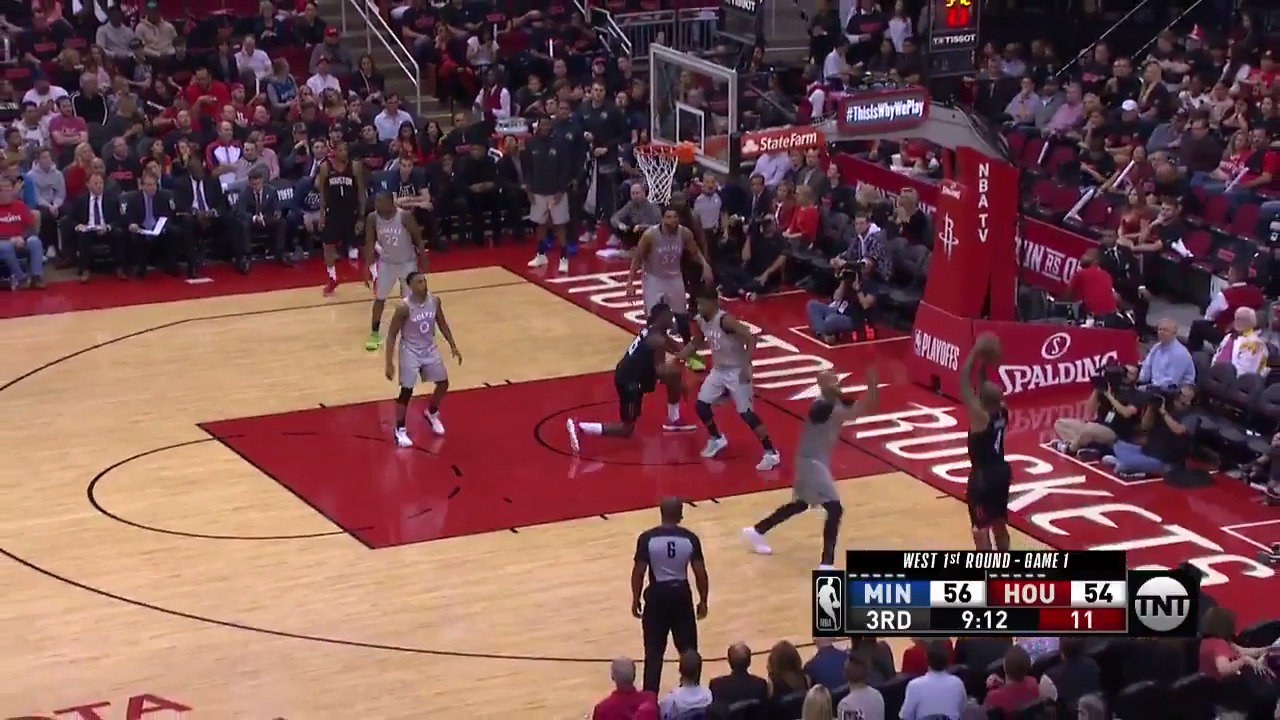 Harden slings it out to PJ Tucker for 3!  #Rockets https://t.co/9NdzQ5U34u