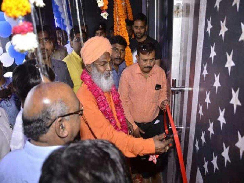 BJP MP Sakshi Maharaj inaugurates 'night club' in Lucknow https://t.co/6bBRq6KKJJ via @TOILucknow https://t.co/XibFncK2pW
