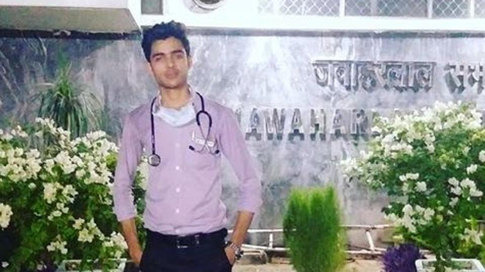 Delhi man pretends to be doctor in AIIMS for 5 months, police say surprised by his knowledge of medicines https://t.co/8Ps9QcwpGM