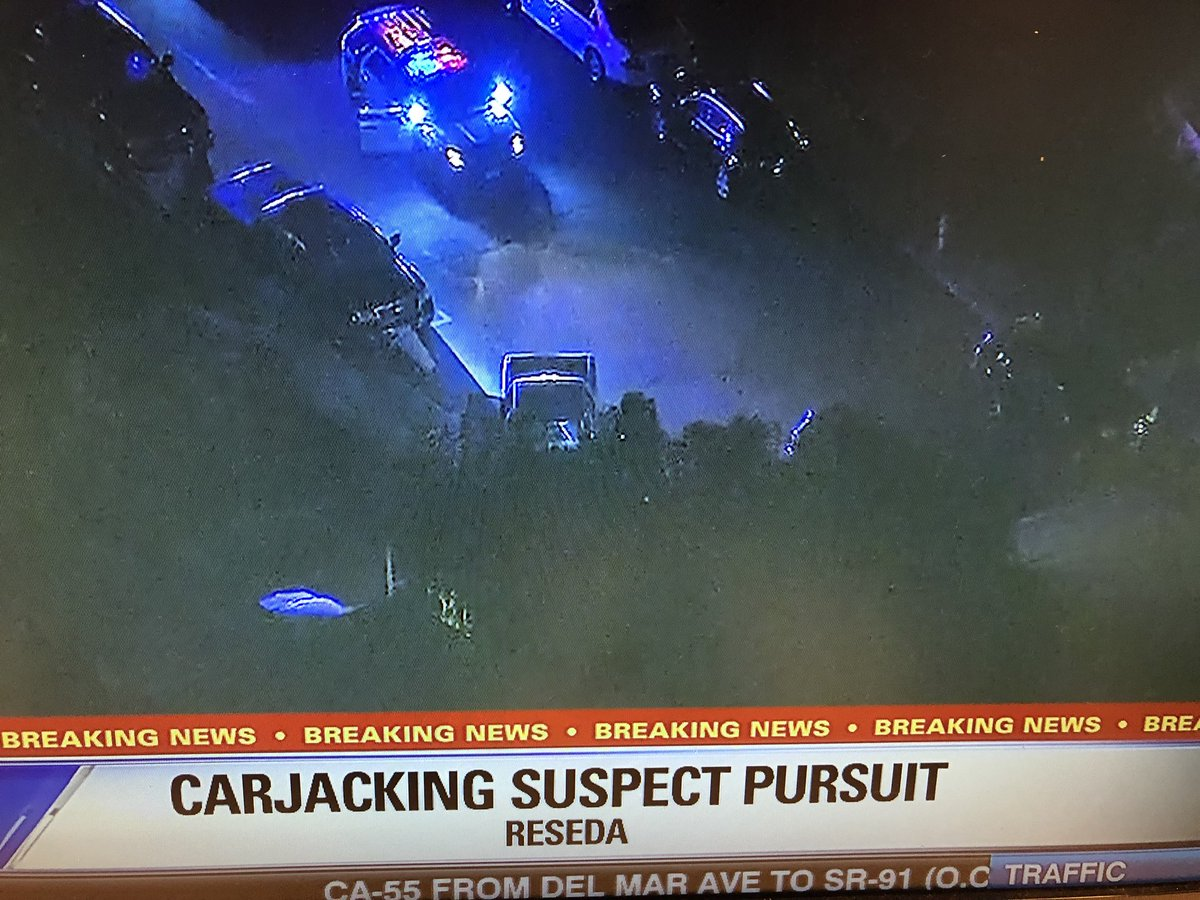 BREAKING: 1 person is in custody in #Reseda after a carjacking &amp; pursuit. Police are still on scene. #FoxLA<br>http://pic.twitter.com/yUD6IfC6ei
