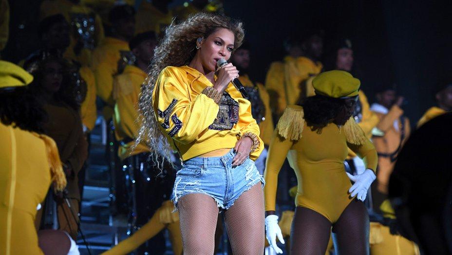 Beyonce reached a new creative peak during historic #Coachella headlining set https://t.co/4FDUIlzFrx https://t.co/scXiMw5LxR